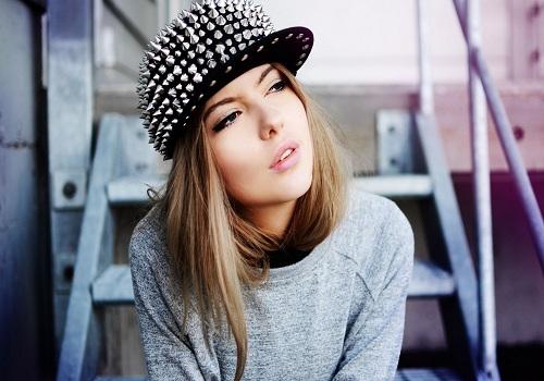دختر با کلاه